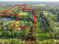 PRIVATE GATED RANCH ON 10 MANICURED ACRES WITH BARN
