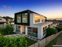 BEAUTIFUL MODERN HOME IN POPULAR PINEHILL