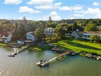 BEAUTIFUL SOUND AND ISLAND VIEWS FROM THIS STONY CREEK VILLAGE HOME