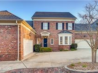 LUXURY TOWNHOME IN MYERS PARK