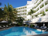 PIED-A-TERRE JUST STEPS FROM THE BEACH