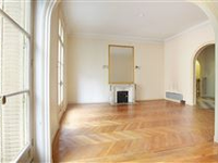 AN ELEGANT APARTMENT WITH BEAUTIFUL PERIOD FEATURES