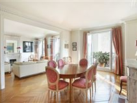 HIGH FLOOR APARTMENT IN BEAUTIFUL EARLY 1900S BUILDING