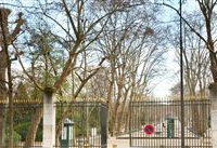 LOVELY APARTMENT IN PERFECT CONDITION FACING LUXEMBOURG GARDENS