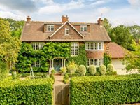 LIGHT AND AIRY ALANHURST HOME AND GARDEN IN GERRARDS CROSS