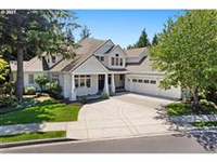 LIVE ON THE 15TH GREEN IN THE HIGHLY SOUGHT AFTER LACAMAS SHORES NEIGHBORHOOD