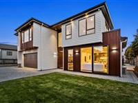 BRAND NEW EXECUTIVE HOME IN SUNNYNOOK