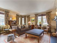 OUTSTANDING AND VERY RARE FIVE BEDROOM FLAT