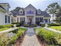 TIMELESS CLASSIC LIGHT-FILLED GOLF VIEW HOME