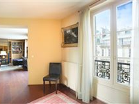 AN IDEAL PIED A TERRE NEAR THE RESTAURANTS AND ART GALLERIES
