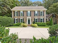 GORGEOUS TRADITIONAL CUSTOM BUILT HOME