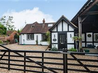 ENCHANTING EXTENDED HOME IN HARPENDEN