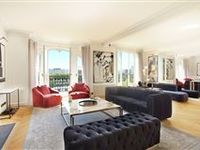 FLOOR THROUGH APARTMENT WITH SUPERB VIEW
