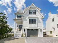 BEAUTIFULLY APPOINTED NEWLY BUILT CUSTOM HOME