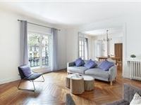 A BRIGHT AND OPEN APARTMENT
