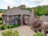 A CHARMING AND SPACIOUS PROPERTY SET ON LUSH GROUNDS