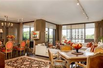 BEAUTIFUL LIGHT-FILLED SUITE WITH STUNNING OUTDOOR GARDENS