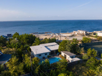 IMMACULATE NEWLY RENOVATED BEACH HOME