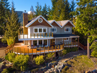BOWEN ISLAND FAMILY HOME WITH VIEWS