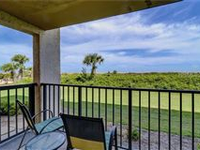 DIRECT OCEANFRONT HOME WITH GREAT AMENITIES