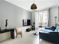 LIGHT-FILLED CHIC APARTMENT IN A BEUATIFUL BUILDING