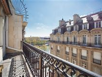 BRIGHT AND SPACIOUS APARTMENT ENJOYING VIEWS OF THE EIFFEL TOWER AND THE SEINE