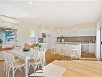 BRIGHT AND SUNNY BEACHSIDE TOWNHOUSE