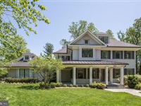 CLASSIC SHINGLE-STYLE WITH MODERN INTERIOR