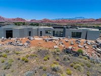 LUXURY ONE-LEVEL RESIDENCE IN ENTRADAAT SNOW CANYON