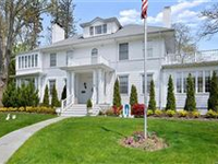 CLASSIC 20TH CENTURY GEDNEY FARMS COLONIAL IN WHITE PLAINS