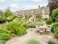 CHARMING PERIOD HOUSE WITH SEPARATE OFFICE/WORKSHOP AND A BEAUTIFUL GARDEN
