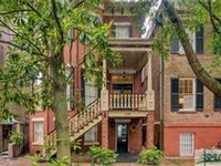 EXPERIENCE THE ULTIMATE IN DOWNTOWN SAVANNAH LIVING