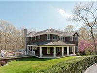 PRIVATE AND SECURE ESTATE IN WATER MILL