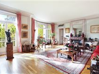 BEAUTIFULLY APPOINTED APARTMENT BATHED IN SUNSHINE ENJOYS AN OPEN VIEW