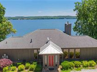 WONDERFUL LUXURY HOME WITH OUTSTANDING VIEWS AND LAKE ACCESS