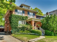 FABULOUS MOORE PARK HOME WITH LOVELY UPDATES