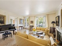 IMMACULATE CHAMP DE MARS FIRST FLOOR APARTMENT