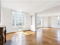 LARGE FIFTH FLOOR APARTMENT