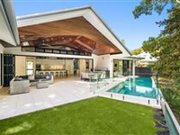 PRESTIGIOUS AND PRIVATE ESTATE JUST STEPS TO THE BEACH