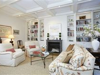 A CHARMINGLY UPDATED FIVEROOM APARTMENT