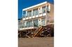 ZEN-LIKE BEACH HOUSE FIT FOR A ROCKSTAR