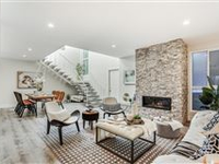 CONTEMPORARY AND BRIGHT TURN-KEY TOWNHOME