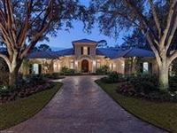 FLORIDA-STYLE GRANDE DAME