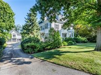 STATELY COLONIAL HOME IN THE HEART OF ANDOVER