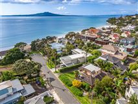 TROPHY LOCATION STEPS FROM TAKAPUNA BEACH